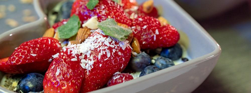 Vegan – bunt und schmackhaft: Haferflocken-Frühstück